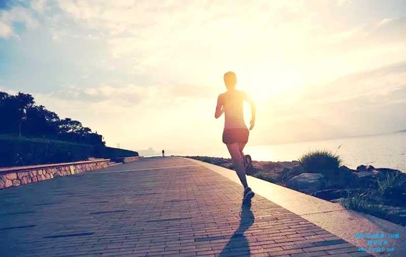跑步后出现左膝疼痛,活动受限