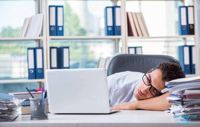 长期伏案工作出现颈肩部疼痛不适-颈椎病