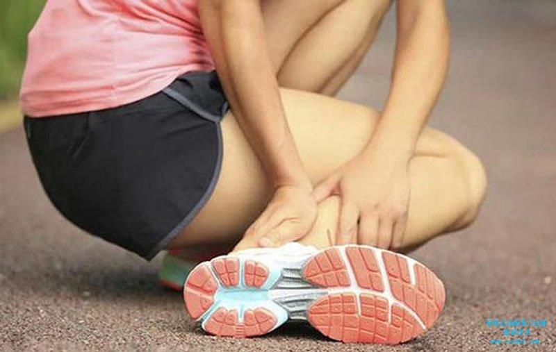 扭伤左踝关节致左踝关节疼痛肿胀、活动受限